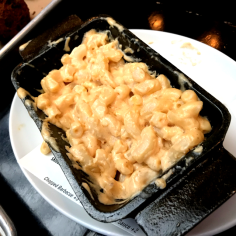 macaroni and cheese at blue smoke